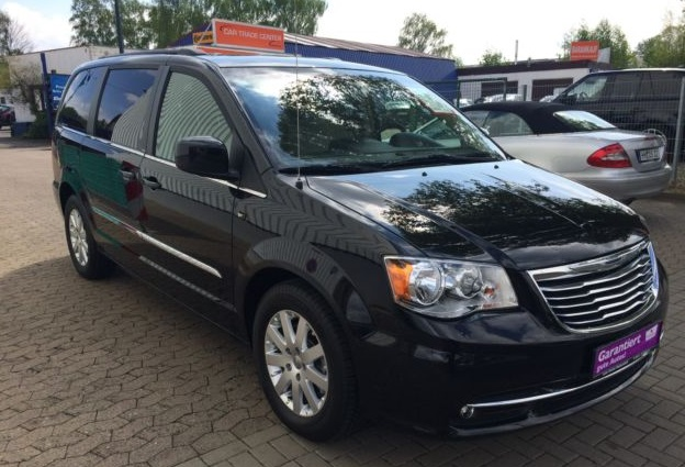 lhd CHRYSLER GD VOYAGER (07/2013) - BLACK METALLIC - lieu: