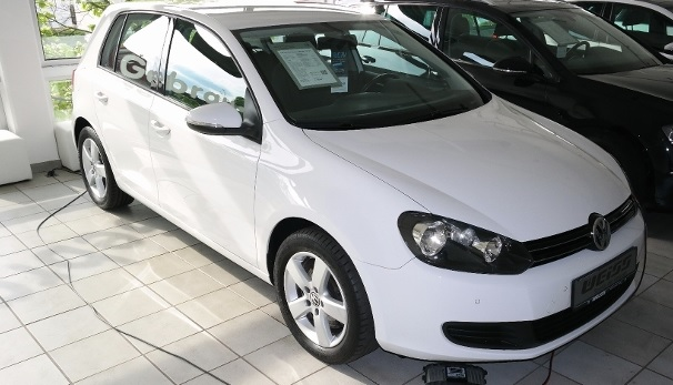 VOLKSWAGEN GOLF (12/2010) - WHITE - lieu: