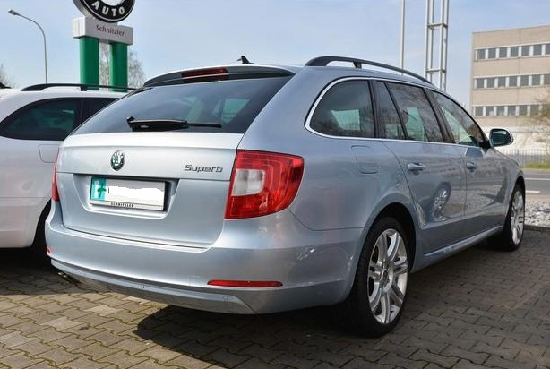 SKODA SUPERB (03/2012) - SILVER METALLIC - lieu: