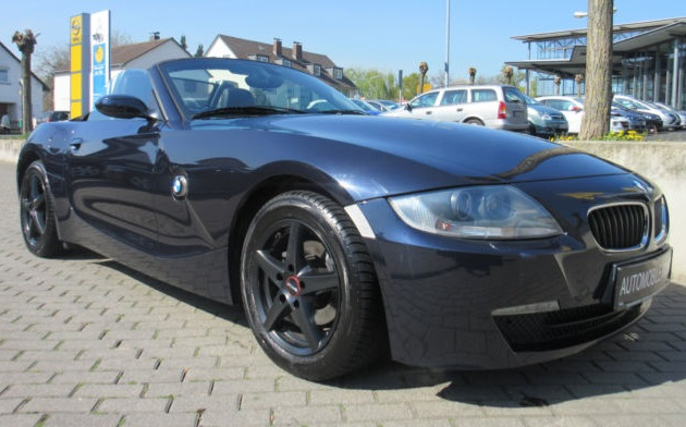 lhd BMW Z4 (03/2006) - BLUE METALLIC - lieu: