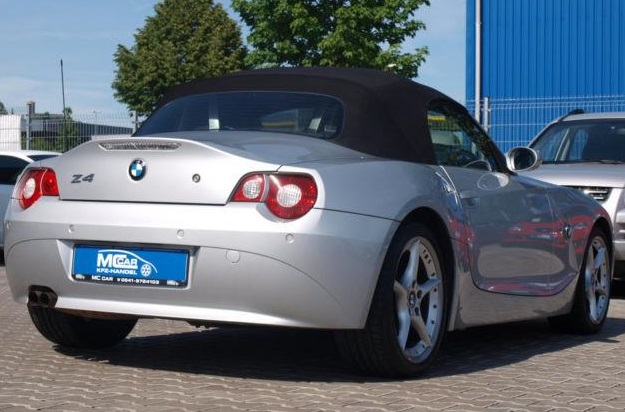 lhd car BMW Z4 (05/2005) - SILVER METALLIC - lieu: