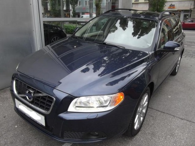 VOLVO V70 (03/2011) - BLUE METALLIC - lieu: