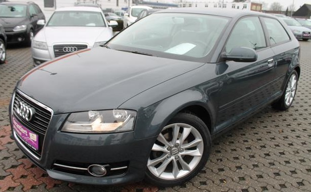 lhd AUDI A3 (09/2010) - GREY METALLIC - lieu: