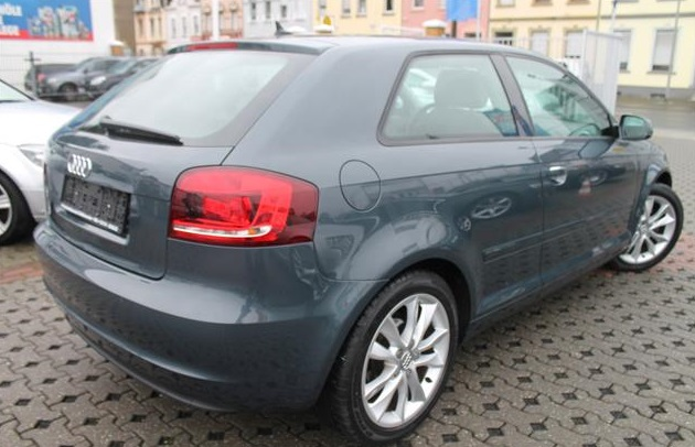AUDI A3 (09/2010) - GREY METALLIC - lieu: