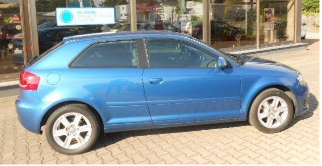 AUDI A3 (05/2010) - BLUE METALLIC - lieu: