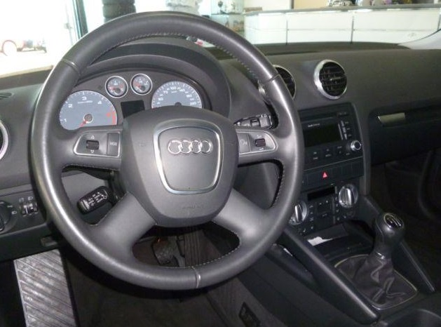 AUDI A3 (05/2011) - BLUE METALLIC - lieu: