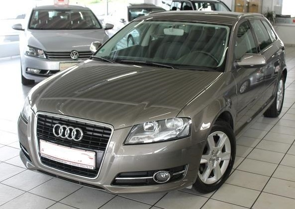 lhd AUDI A3 (10/2010) - GREY METALLIC - lieu: