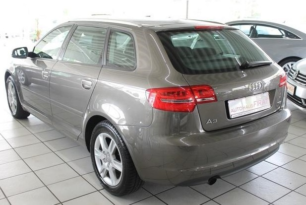 AUDI A3 (10/2010) - GREY METALLIC - lieu: