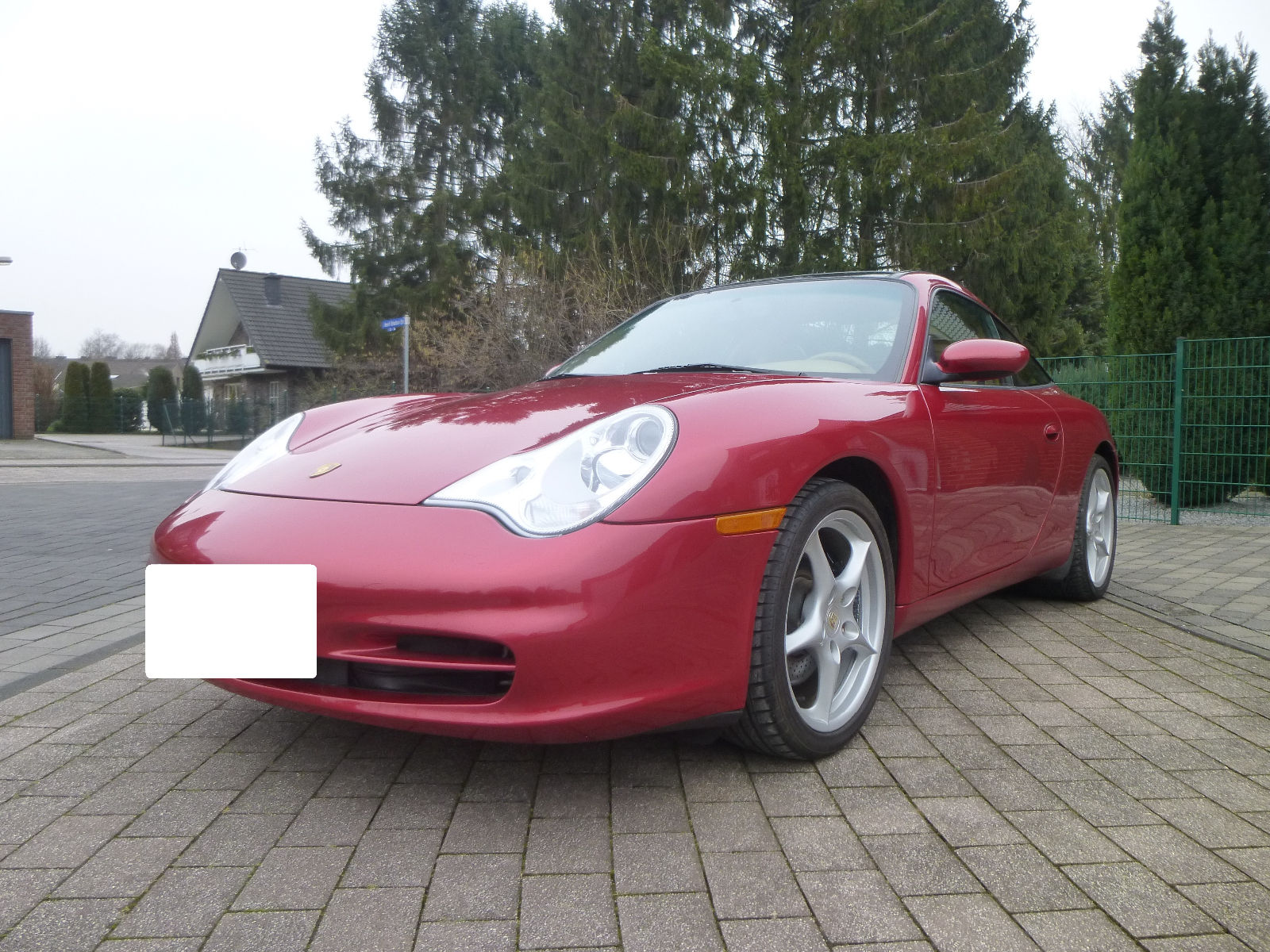 lhd PORSCHE 911 996 (07/2003) - RED METALLIC - lieu: