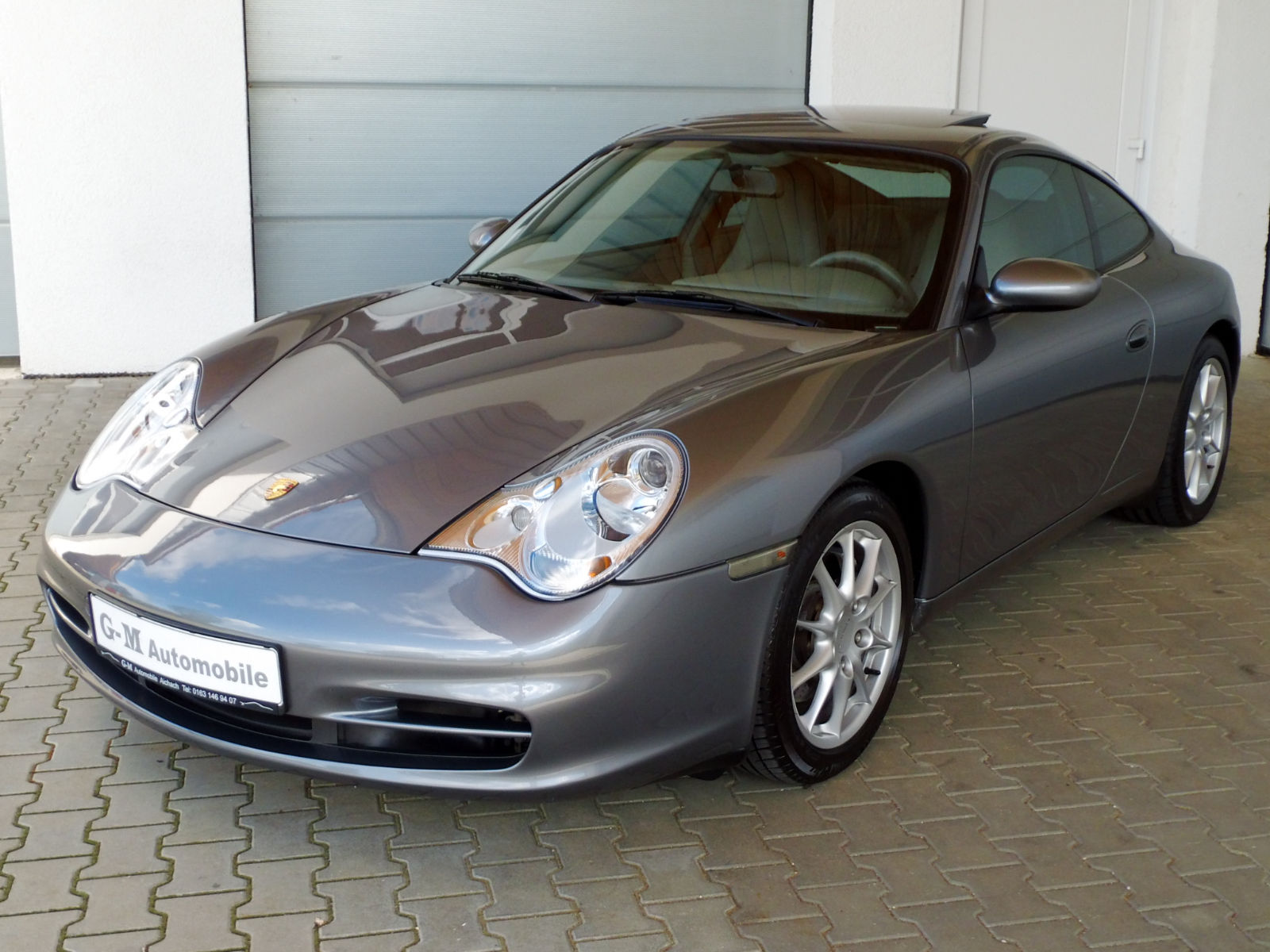 lhd PORSCHE 911 996 (08/2003) - GREY METALLIC - lieu: