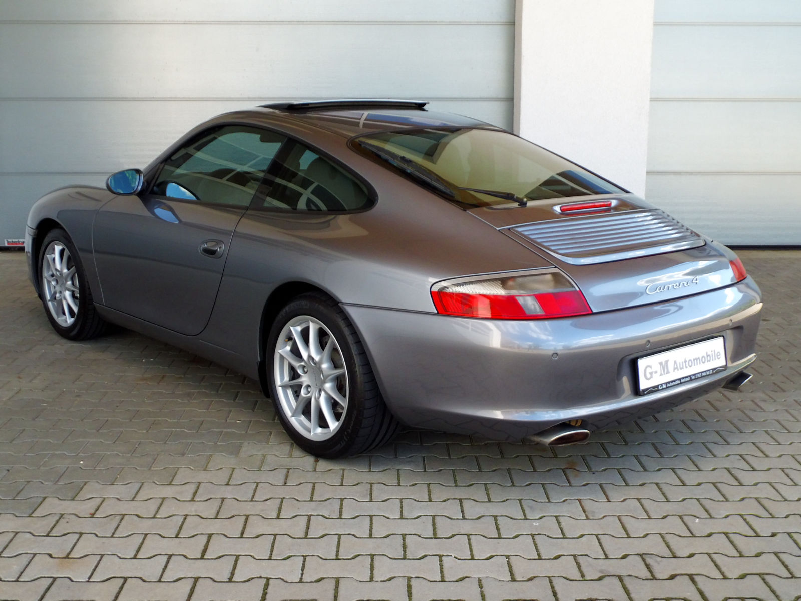 PORSCHE 911 996 (08/2003) - GREY METALLIC - lieu: