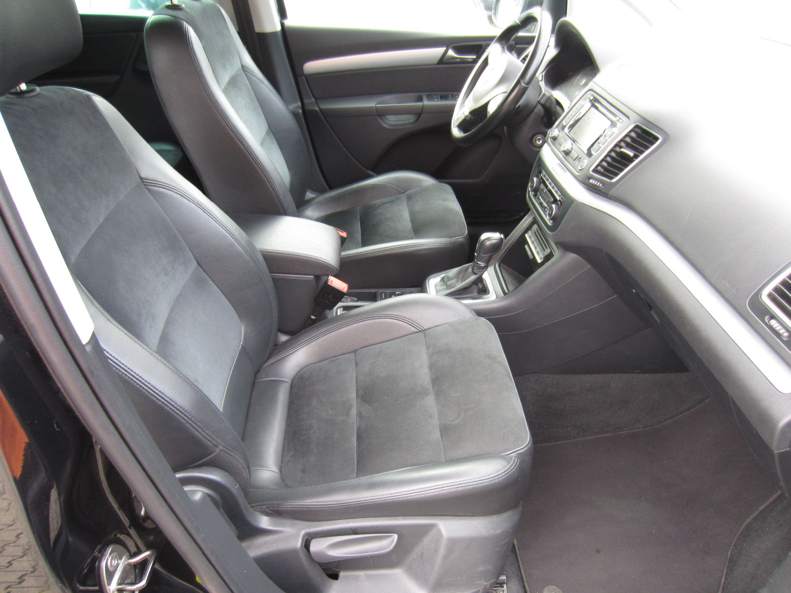 VOLKSWAGEN SHARAN (07/2011) - BLACK METALLIC - lieu: