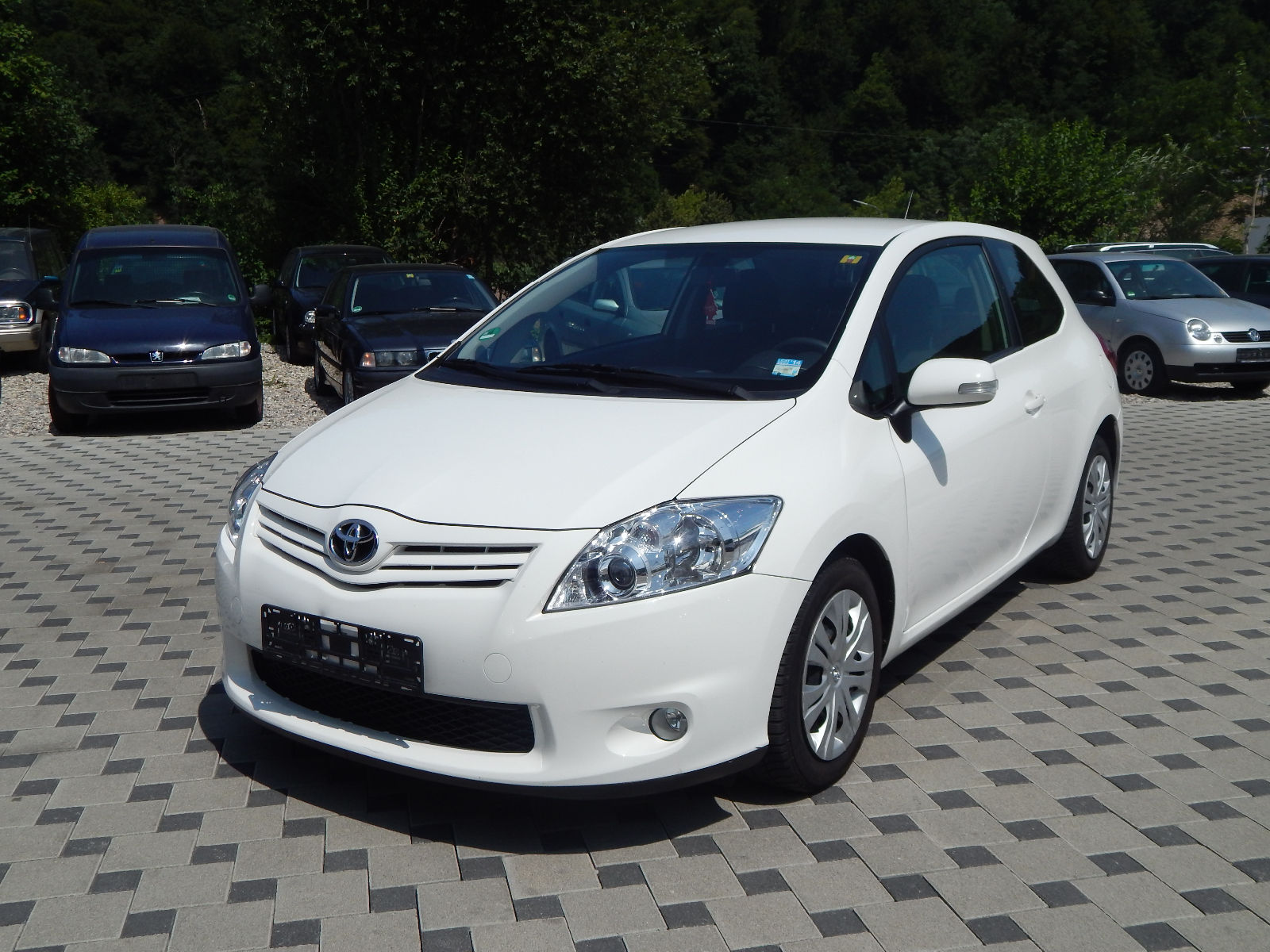 lhd toyota auris 09 2011 white lieu. Black Bedroom Furniture Sets. Home Design Ideas