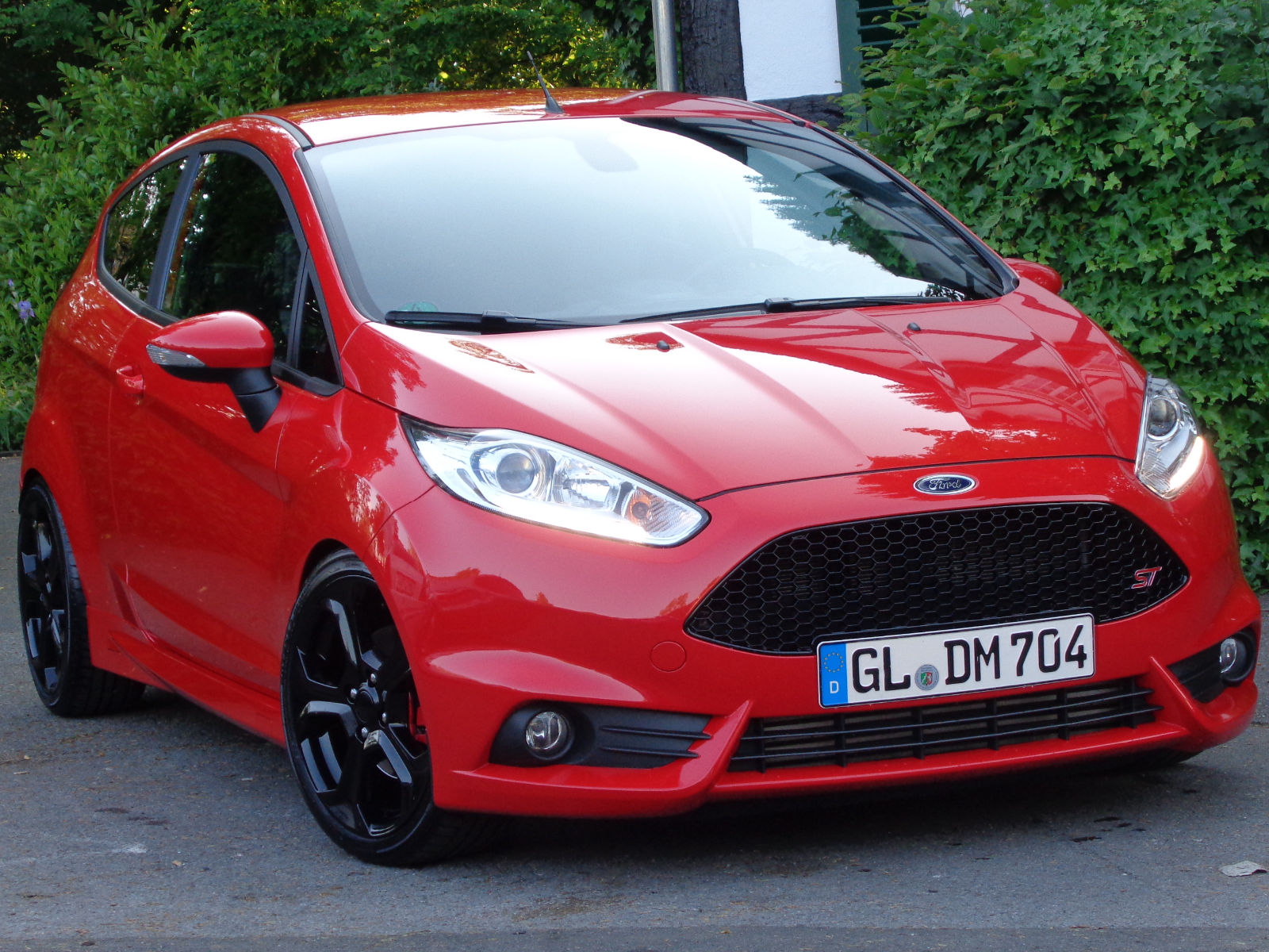 lhd FORD FIESTA (01/2014) - RED - lieu: