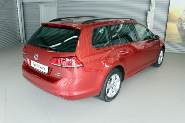 VOLKSWAGEN GOLF (11/2013) - RED METALLIC - lieu: