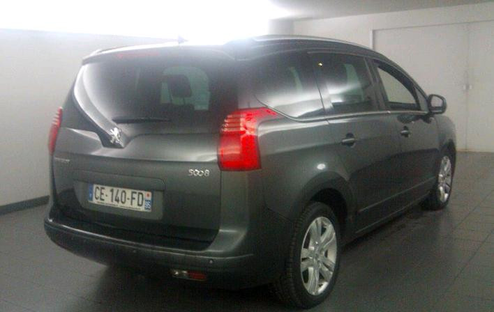 Left hand drive car PEUGEOT 5008 (09/2012) - GREY - lieu:
