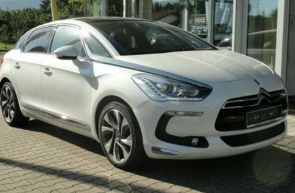 Lhd CITROEN DS5 (03/2014) - WHITE - lieu: