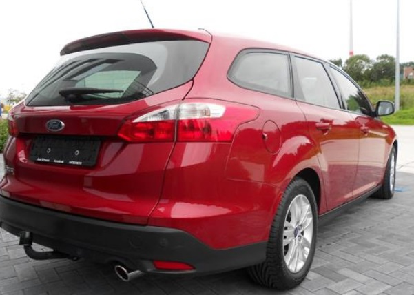 FORD FOCUS (06/2012) - RED - lieu: