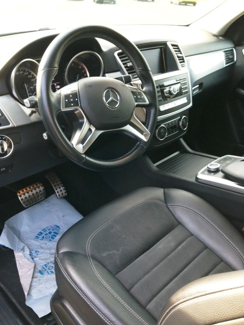 Left hand drive car MERCEDES ML CLASS (03/2012) - IRIDIUM SILVER METALLIC - lieu: