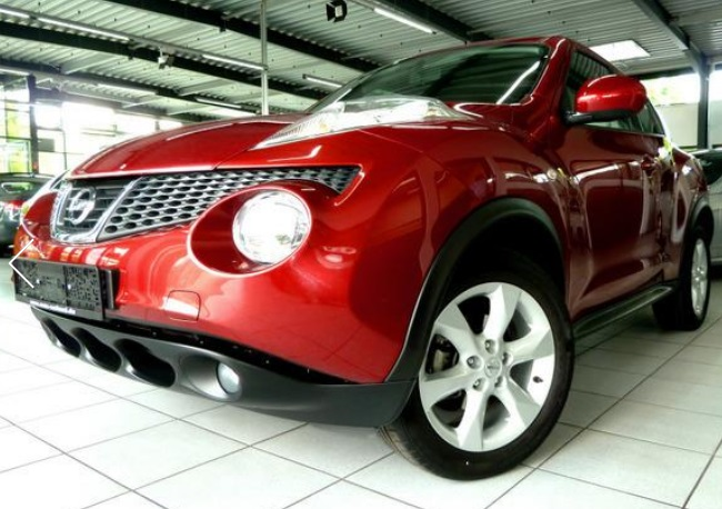 lhd NISSAN JUKE (11/2011) - RED METALLIC - lieu: