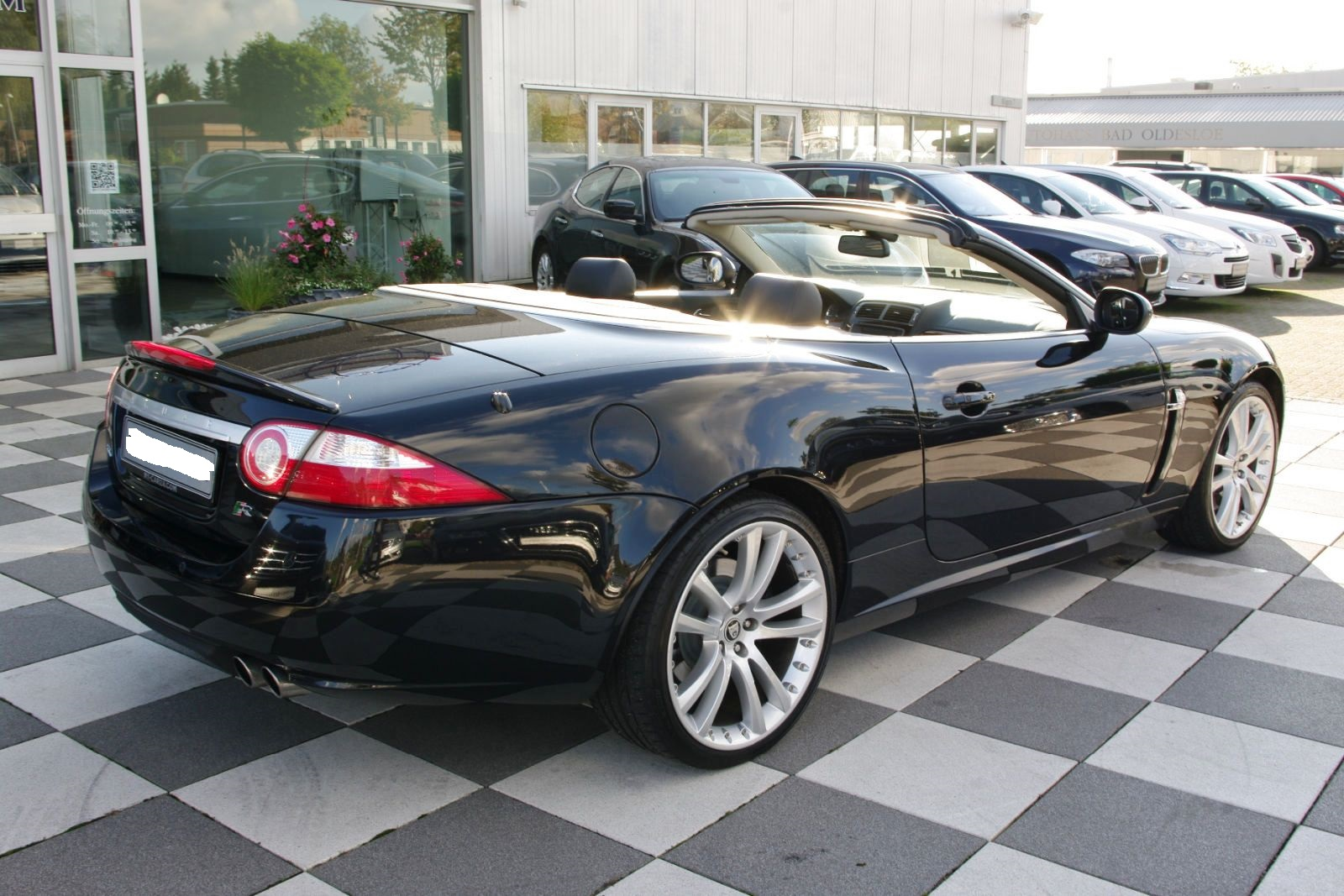 JAGUAR XKR (04/2007) - METALLIC BLACK - lieu: