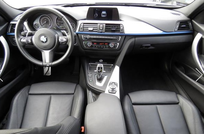 BMW 3 SERIES (02/2015) - BLACK METALLIC - lieu: