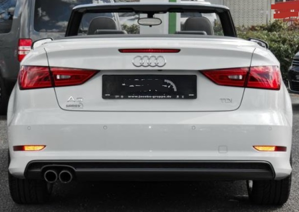 AUDI A3 (03/2015) - WHITE METALLIC - lieu: