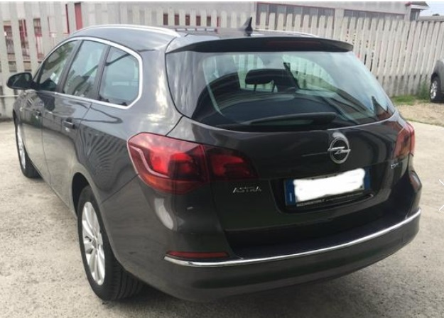 lhd car OPEL ASTRA (03/2015) - GREY METALLIC - lieu: