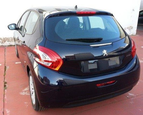 Left hand drive PEUGEOT 208  1.4HDi Active