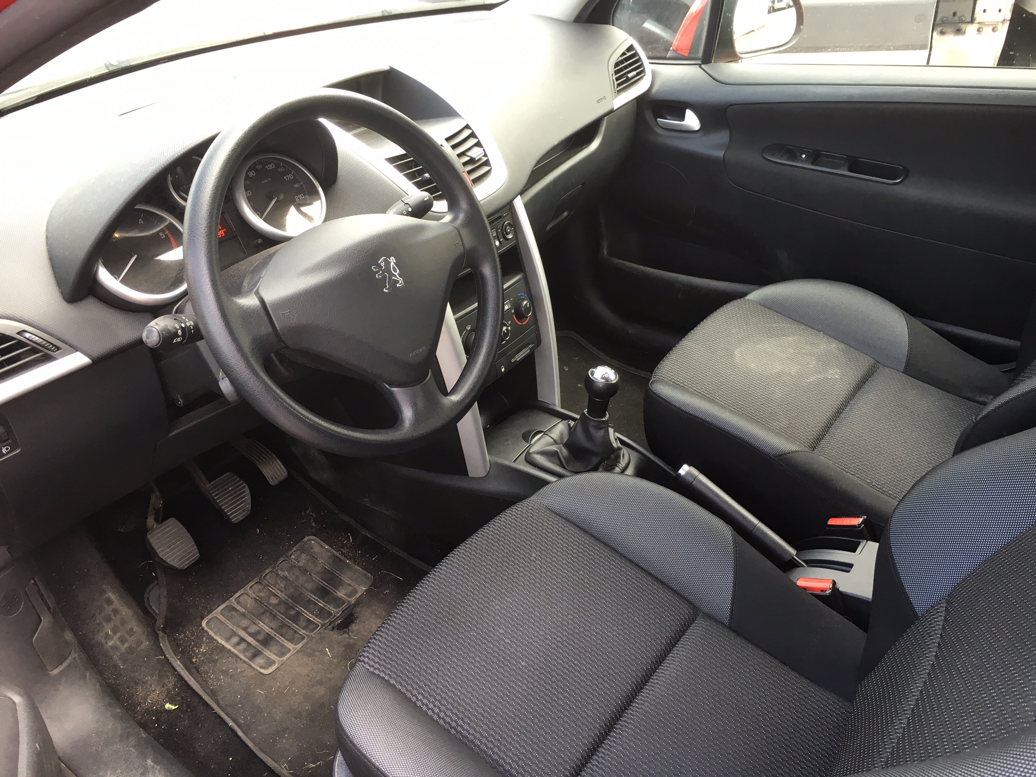 Left hand drive car PEUGEOT 207 (02/2013) -  - lieu: