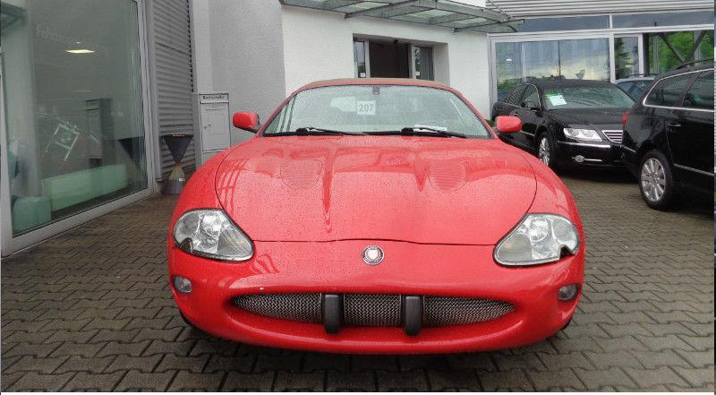lhd JAGUAR XKR (07/2000) - RED - lieu:
