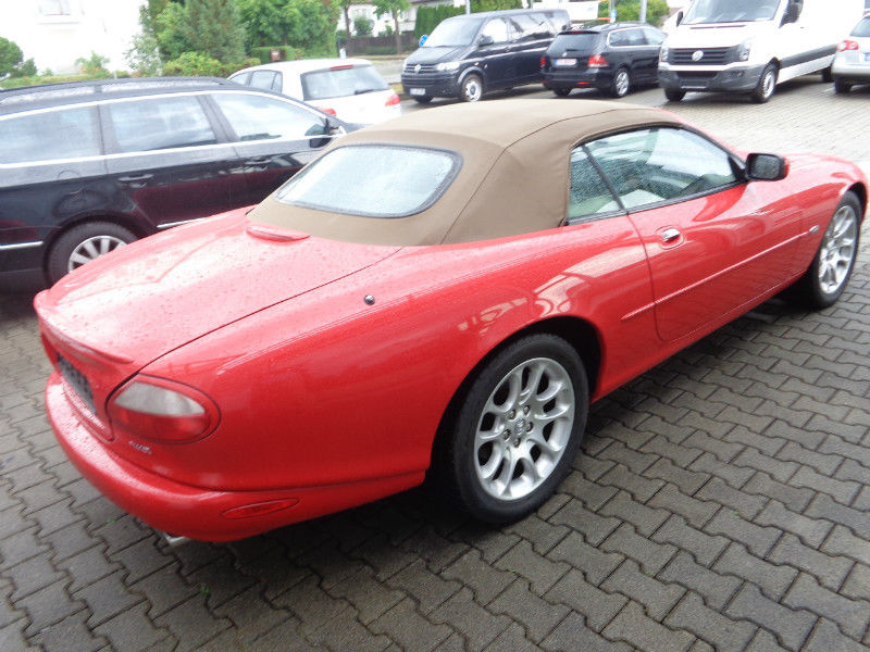 JAGUAR XKR (07/2000) - RED - lieu: