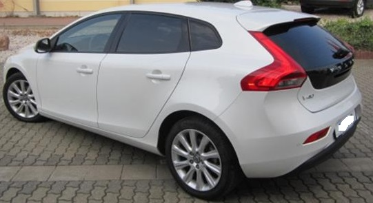 VOLVO V40 (02/2015) - WHITE METALLIC - lieu: