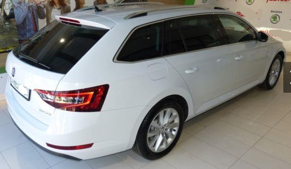 Left hand drive SKODA SUPERB Combi Style *Business Amundsen*AHK*