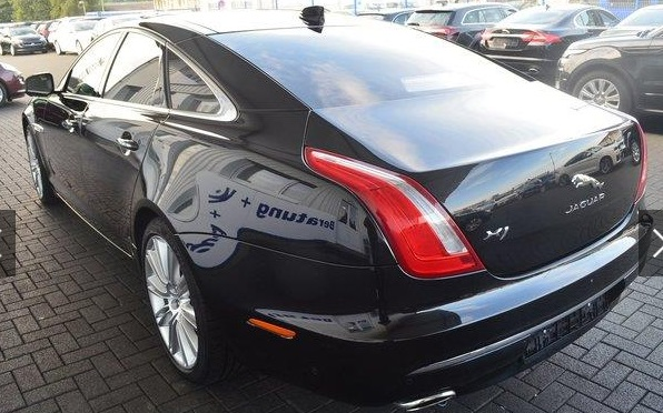 JAGUAR XJ (02/2016) - BLACK METALLIC - lieu:
