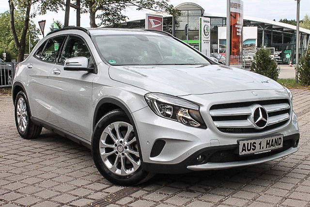 Left hand drive MERCEDES GLA 200 STYLE AUTO