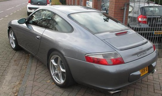 Lhd PORSCHE 911 996 (07/2003) - GREY METALLIC - lieu: