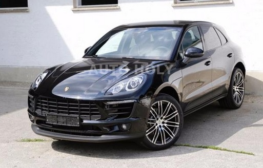 Left hand drive PORSCHE MACAN 2.0 TURBO (DEMO)