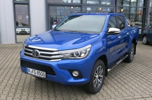Left hand drive TOYOTA HILUX 2.4 D-4D DC Executive 4x4 Invincible DEMO