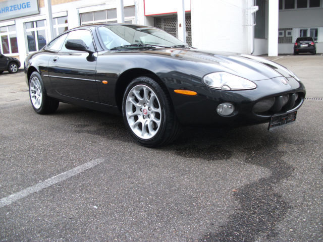 JAGUAR XKR (11/2001) - BLACK - lieu: