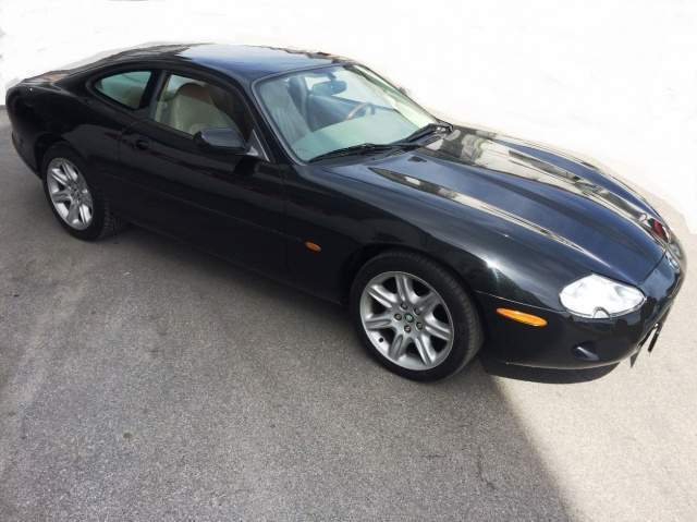 JAGUAR XK8 (07/2000) - BLACK - lieu: