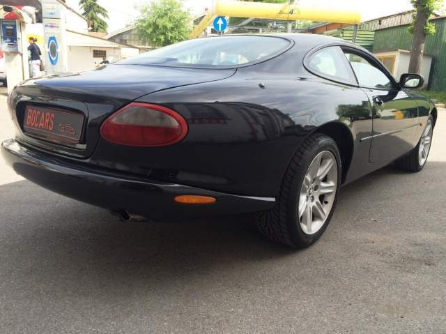Left hand drive JAGUAR XK8 4.0 XK8 COUPE