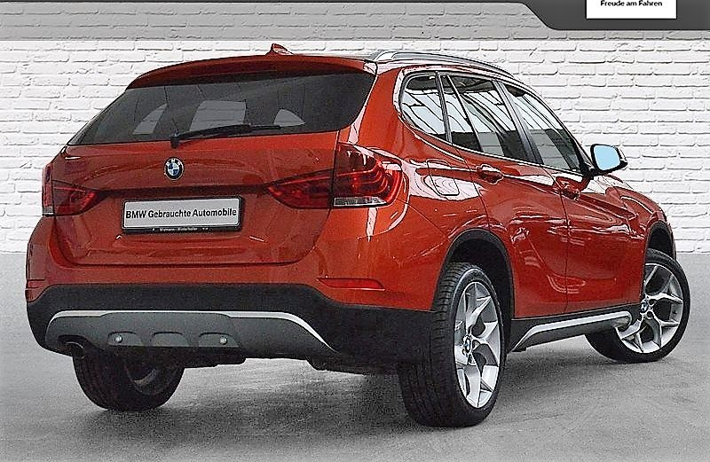 BMW X1 (03/2014) - RED METALLIC - lieu: