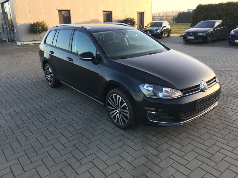 VOLKSWAGEN GOLF (08/2015) - BLACK - lieu: