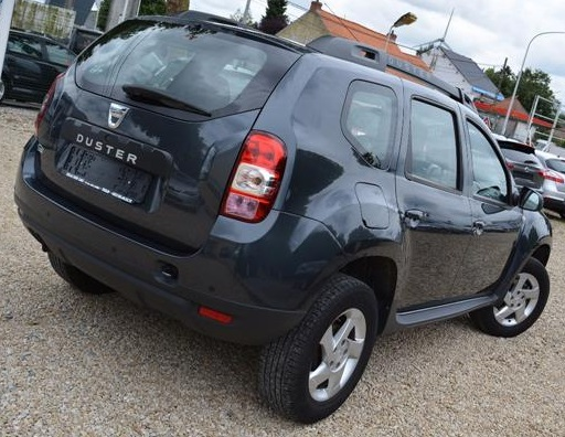 DACIA DUSTER (08/2014) - BLACK METALLIC - lieu: