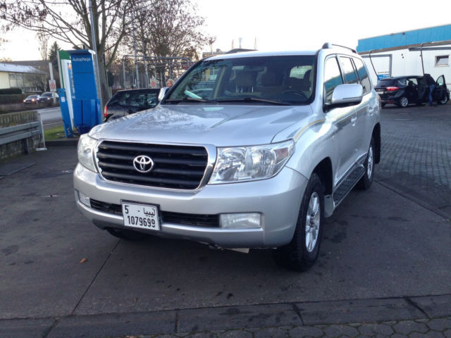 Left hand drive TOYOTA LANDCRUISER V8 EXECUTIVE