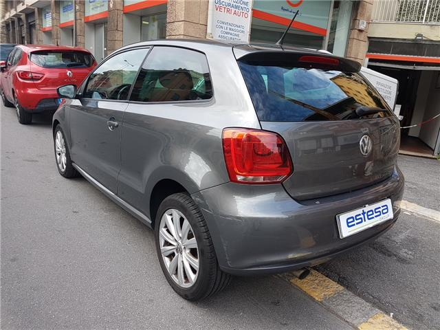 lhd car VOLKSWAGEN POLO (03/2010) - grey metallic - lieu:
