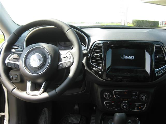 JEEP COMPASS (08/2017) - white