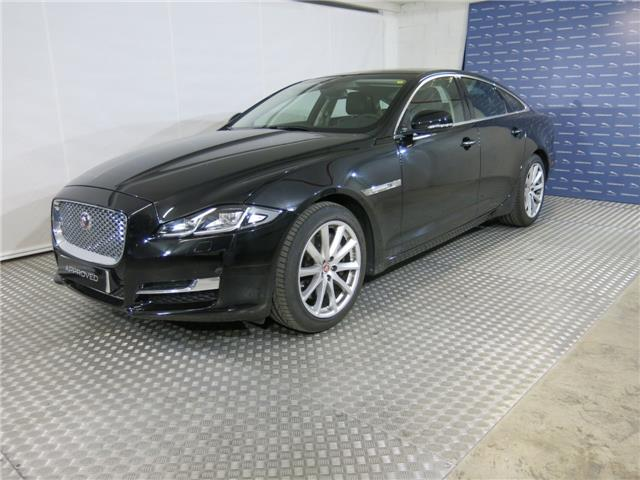 JAGUAR XJ (02/2017) - black - lieu: