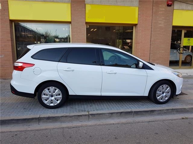 FORD FOCUS (11/2014) - White - lieu: